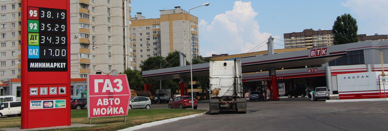 tankstation, met aanduidingen brandstof bij prijzen