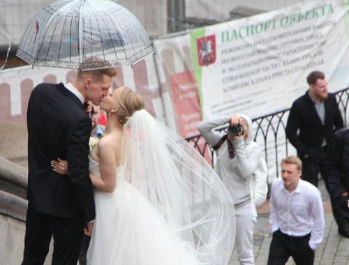 bruidspaar in hartje Moskou